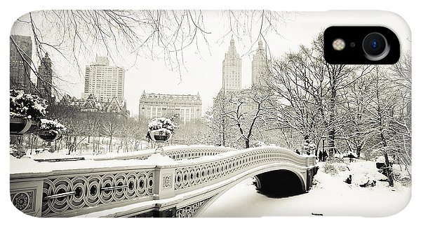Winter iPhone XR Case - Winter's Touch - Bow Bridge - Central Park - New York City by Vivienne Gucwa