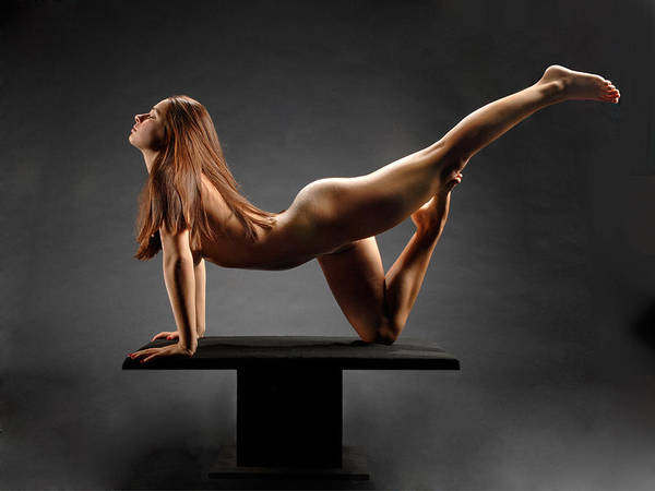 1226 Woman Nude On Platform Poster
