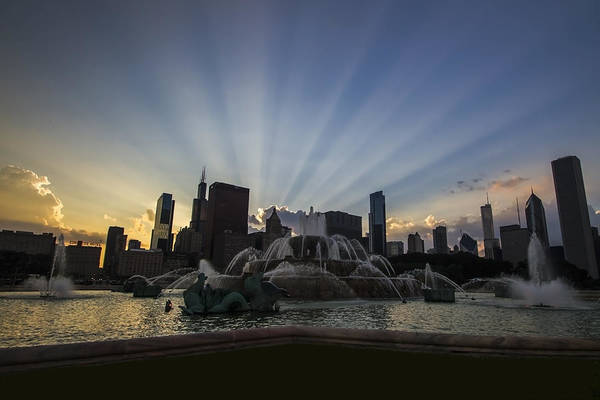 Buckingham Fountain With Rays Of Sunlight Poster