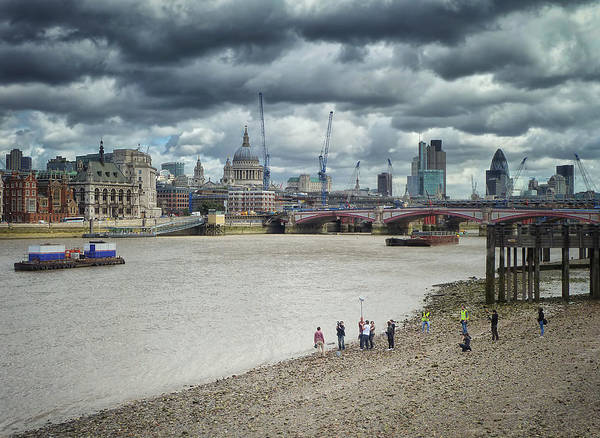 Film Crew On The Thames - London Back-drop Poster