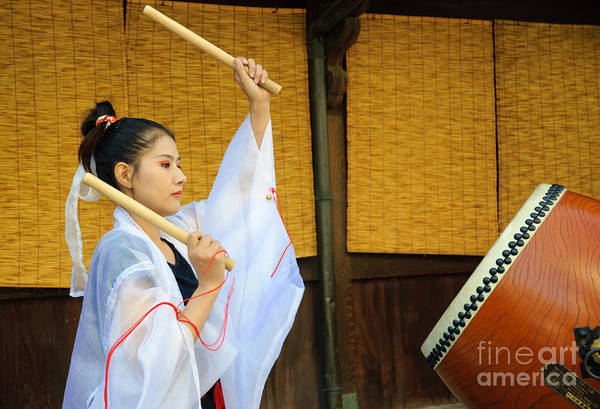Young Japanese Lady In Period Costume Playing Taiko Drum Poster