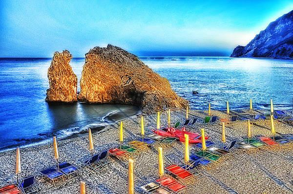 5 Terre Monterosso Beach Umbrellas In Passeggiate A Levante Poster