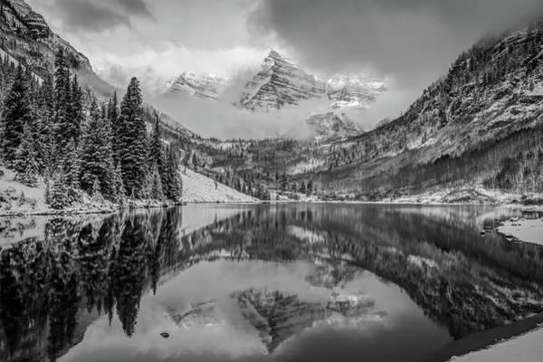 Falling Skies - Maroon Bells In Black And White - Aspen Colorado Poster