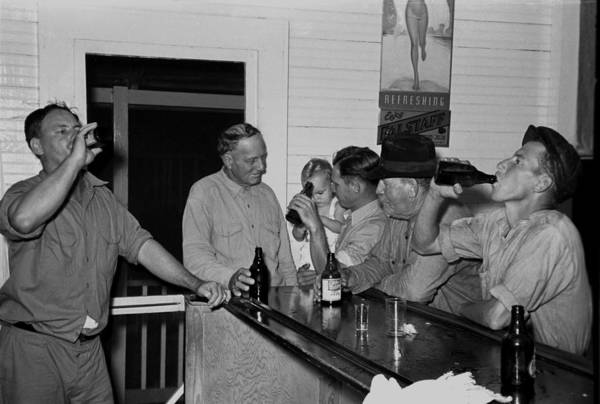 Men Drinking Beer At The Bar Poster