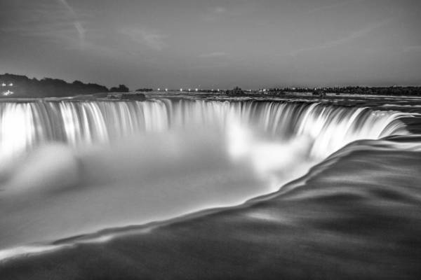Niagara Falls In Black And White  Poster