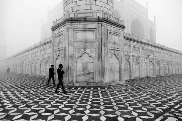 People Walking In Taj Mahal Poster