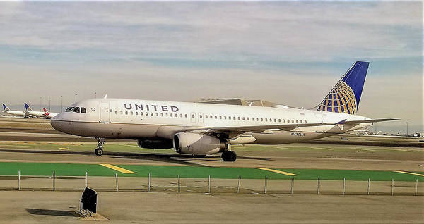 United Airline Airbus A320 At San Francisco International Airport Poster