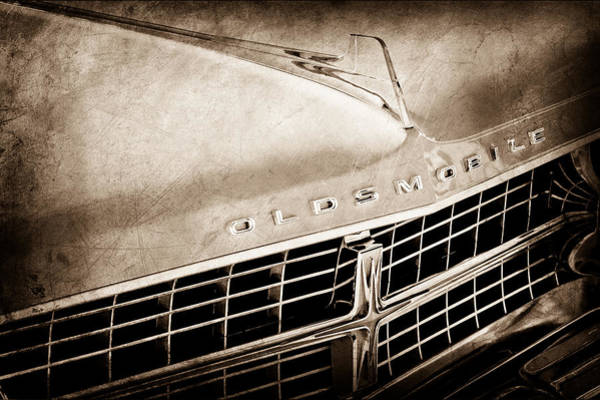 Oldsmobile Wall Art - Photograph - 1963 Oldsmobile Starfire Grille Emblem by Jill Reger