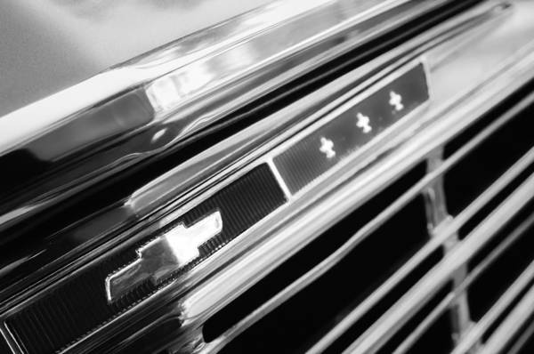Malibu Photograph - 1967 Chevrolet Chevelle Malibu Emblem by Jill Reger