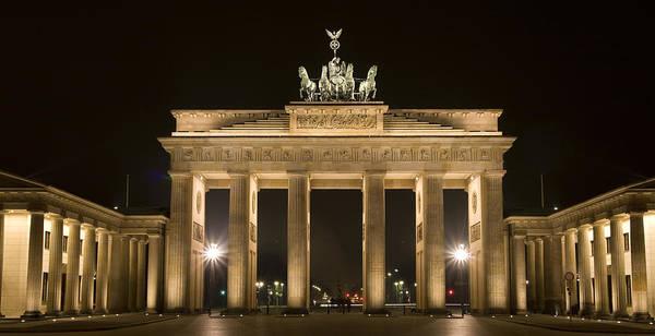 Town Square Wall Art - Photograph - Berlin Brandenburg Gate by Frank Tschakert