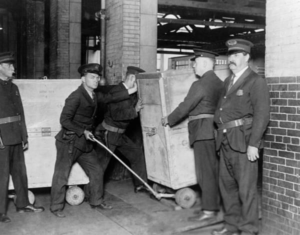 Wall Art - Photograph - Bureau Of Engraving, 1929 by Granger