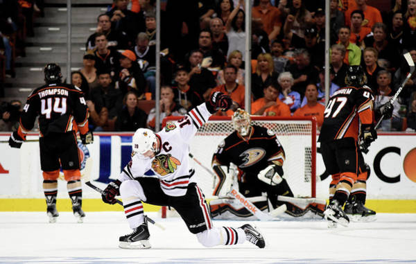 Nhl Photograph - Chicago Blackhawks V Anaheim Ducks - by Harry How