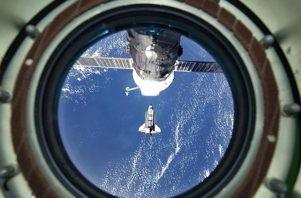 Wall Art - Photograph - Discovery Approaching The Iss by Nasa/science Photo Library