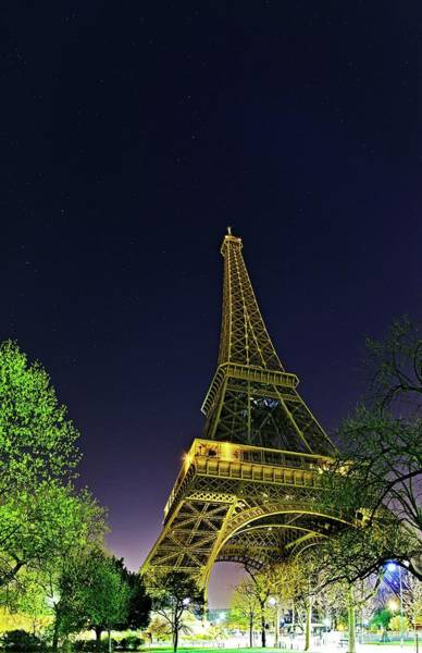 La Tour Eiffel Photograph - Eiffel Tower by Babak Tafreshi/science Photo Library