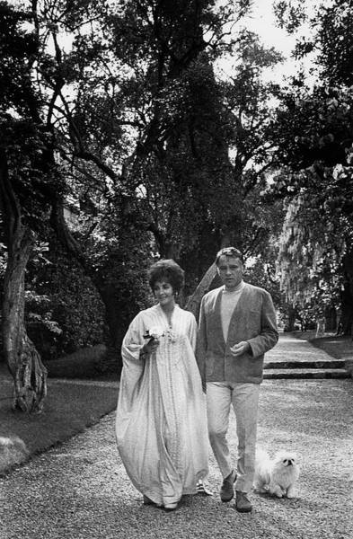 Celebrities Photograph - Elizabeth Taylor And Richard Burton by Henry Clarke