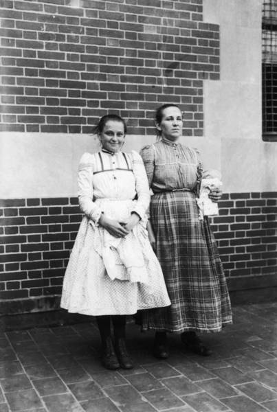 Photograph - Ellis Island, 1920 by Granger