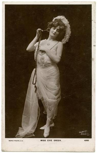 Evie Photograph - Evie Greene (1875  1917), Actress by Mary Evans Picture Library