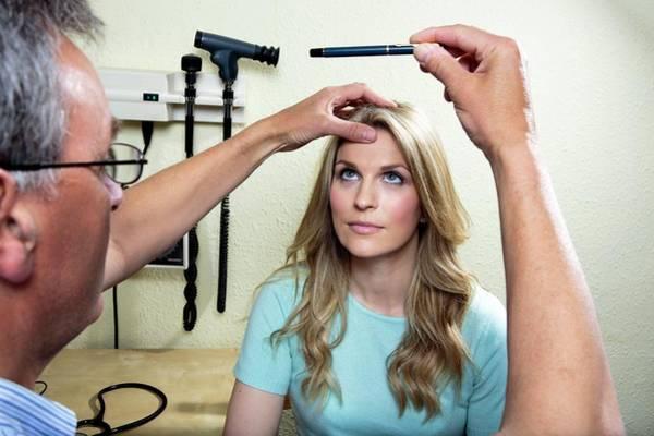 Diagnose Photograph - Eye Examination by Saturn Stills