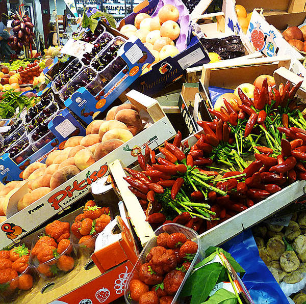 Peaches Photograph - Farmers Market Florence Italy by Irina Sztukowski