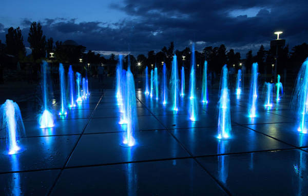Wave Photograph - Fountain Show by Republica