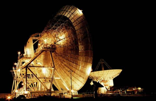 Satellite Dish Photograph - Goldstone Radio Dishes by Lynette Cook/science Photo Library