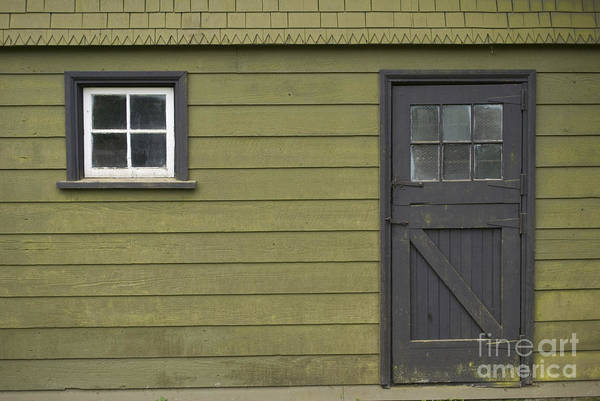 Photograph - Green Shed by Bill Thomson