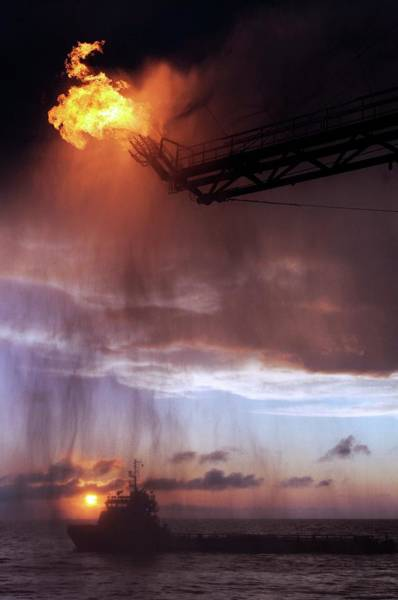 Derrick Wall Art - Photograph - Gulf Of Mexico Oil Spill Flaring by U.s. Coast Guard/science Photo Library