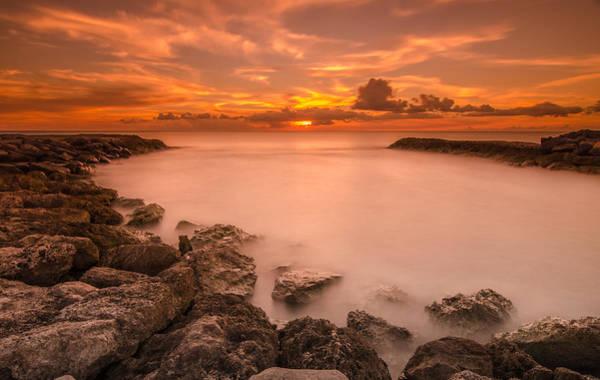 Wall Art - Photograph - Honolulu Sunset by Tin Lung Chao