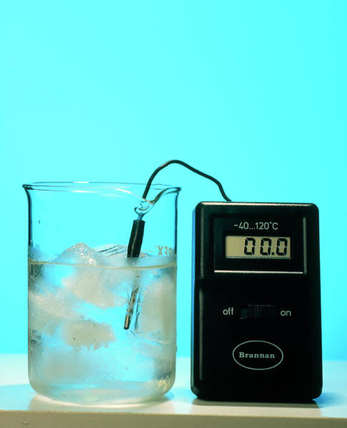 Thermometer Wall Art - Photograph - Ice Melting In Flask by Adam Hart-davis/science Photo Library