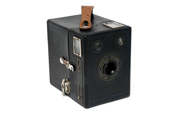 Brownie Photograph - Kodak Brownie Camera by Victor De Schwanberg/science Photo Library