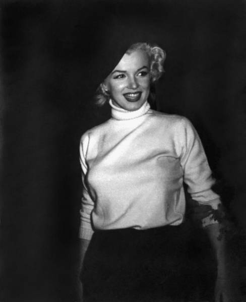 1954 Photograph - Marilyn Monroe In Korea by Underwood Archives