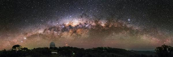 Wall Art - Photograph - Milky Way Over Sliding Spring Observatory by Babak Tafreshi/science Photo Library