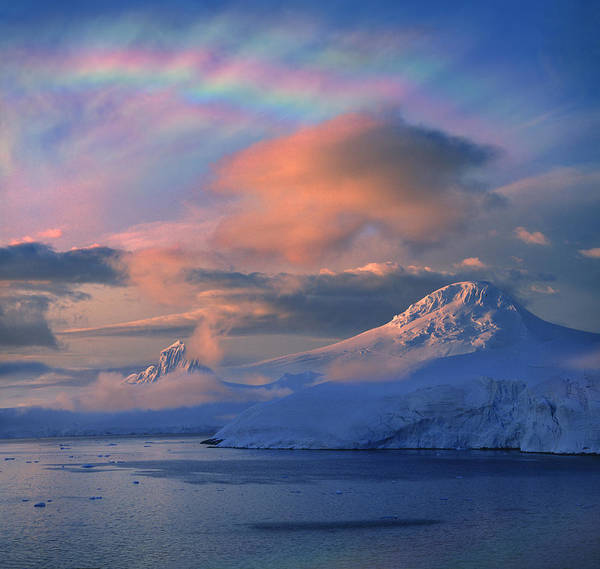 Umwelt Photograph - Mother Of Pearl Clouds Nacreous Clouds by Per-Andre Hoffmann