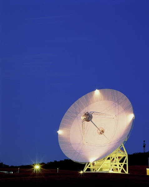 Satellite Receiver Photograph - Nasa Deep Space Tracking Station by David Nunuk/science Photo Library