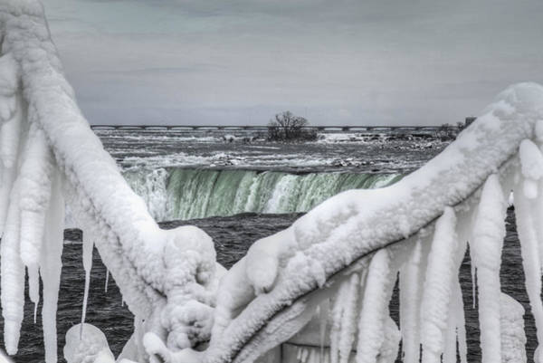 Niagara Falls In The Winter Art Print
