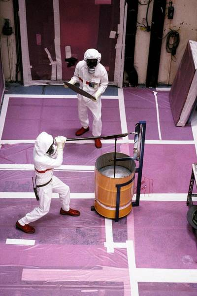 Radioactive Photograph - Nuclear Decontamination Workers by Patrick Landmann/science Photo Library