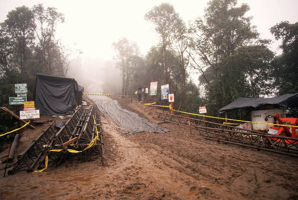 Fossil Fuel Photograph - Oil Pipeline by Dr Morley Read/science Photo Library