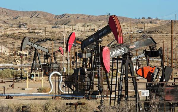 San Joaquin Valley Photograph - Oil Production by Jim West