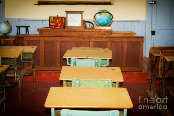 Photograph - Old Classsroom by Les Palenik
