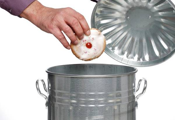 Wall Art - Photograph - Person Throwing Cake Into Dustbin by Victor De Schwanberg/science Photo Library
