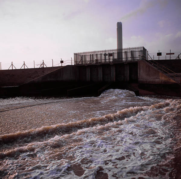 Medway Wall Art - Photograph - Power Station by Robert Brook/science Photo Library