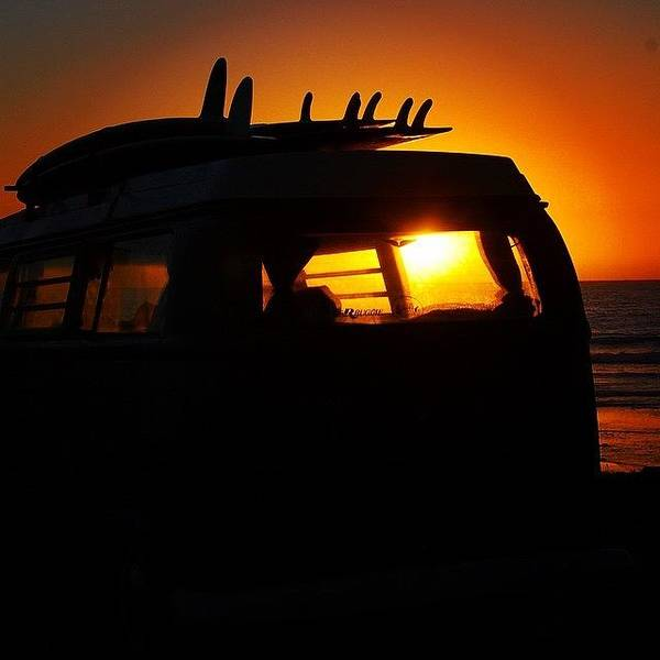 Vw Bus At Sunset Art Print