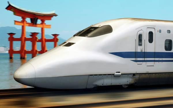 Wall Art - Photograph - Shinkansen Bullet Train by Steve Allen/science Photo Library