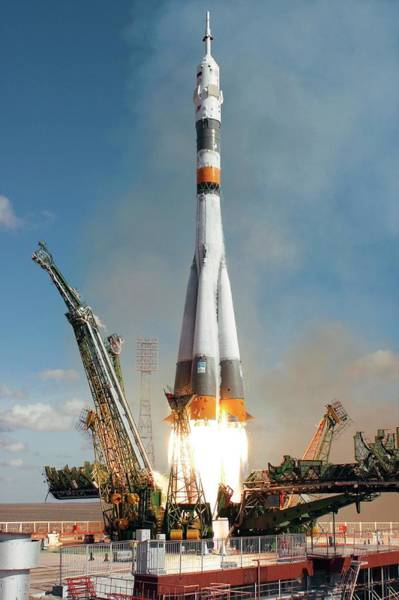 Station To Station Photograph - Soyuz Tma-13 Launch by Nasa/bill Ingalls/science Photo Library
