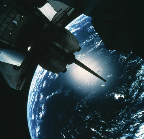 International Space Station Photograph - Space Shuttle Discovery by Nasa/science Photo Library