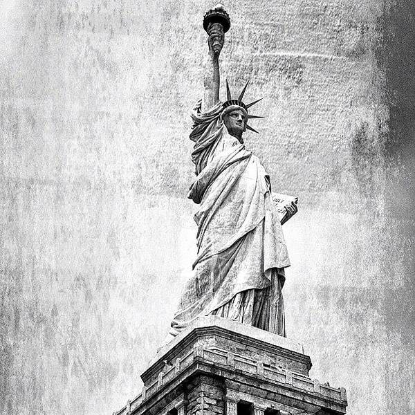 Wall Art - Photograph - Statue Of Liberty - Ny by Joel Lopez