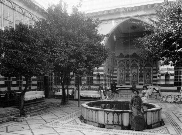 Wall Art - Photograph - Syria Courtyard, C1910 by Granger