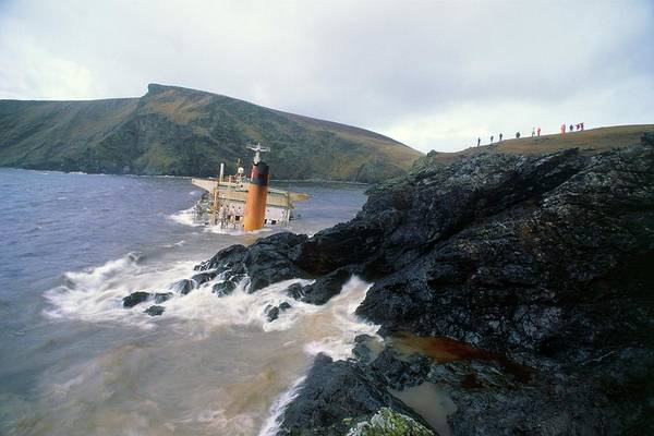 Wall Art - Photograph - Tanker 'braer' Wrecked On Shetland Coast by Simon Fraser/science Photo Library