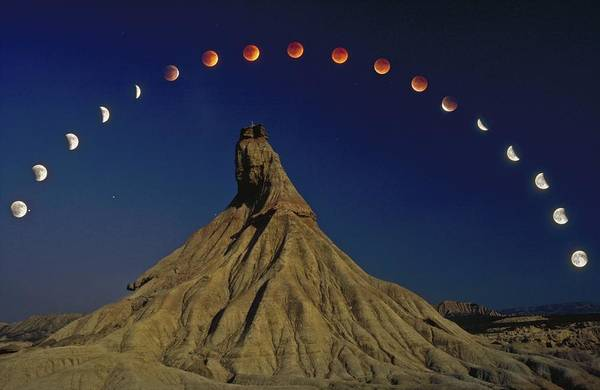 Geomorphology Wall Art - Photograph - Total Lunar Eclipse by Juan Carlos Casado (starryearth.com)
