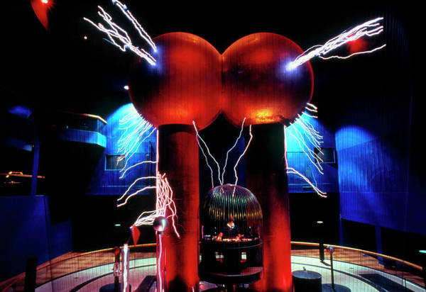 Graf Photograph - Van De Graaff Generator & Faraday Cage by Peter Menzel/science Photo Library